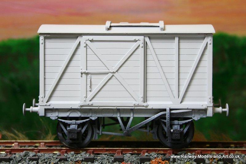 Slaters MR 8 Ton Van with Sliding Roof Door
