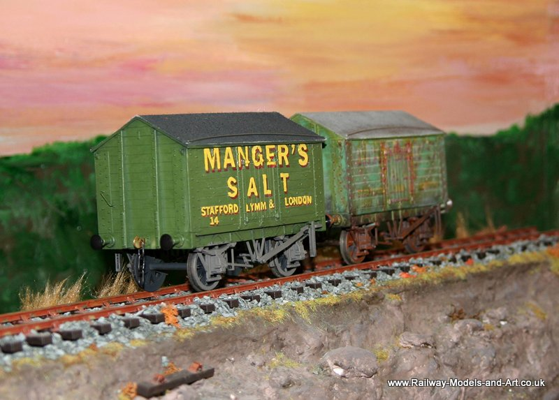 Slaters 7mm Scale PO Salt vans - Mangers